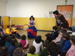 lettura storie con biancaneve a carnevale